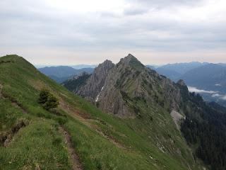 Der weitere Wegverlauf zur Großen Klammspitz; links von dieser die Kleine Klammspitz