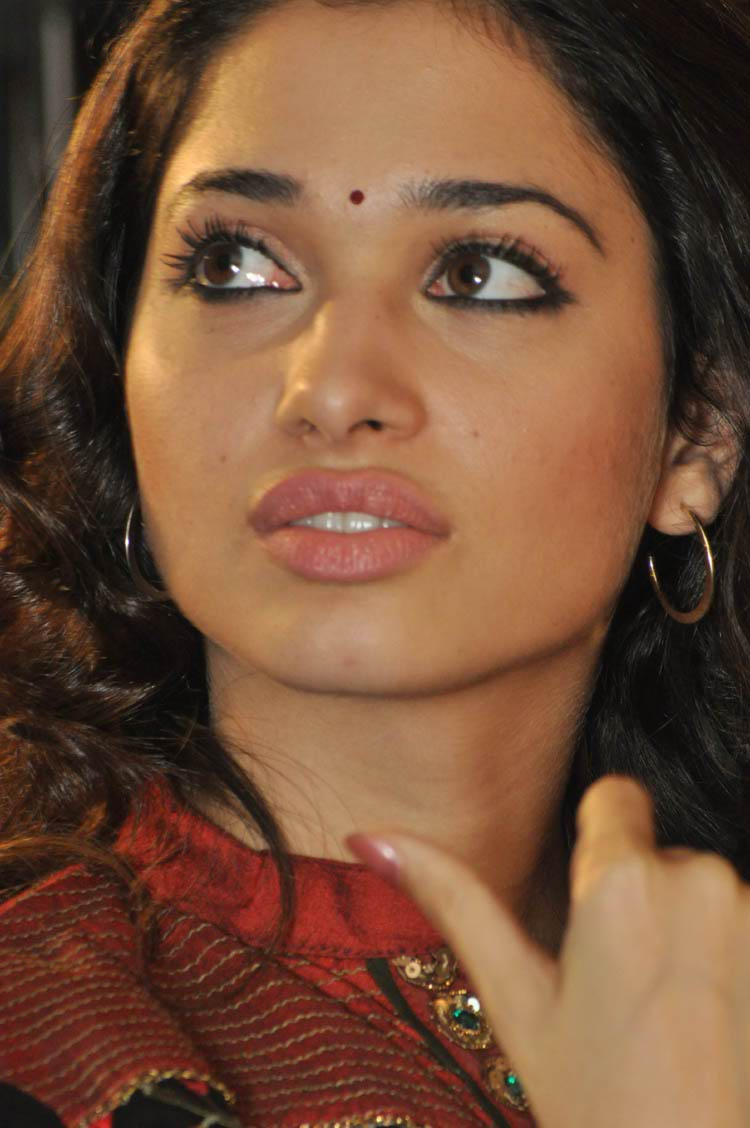 Tamanna Face: Xclusive Pictures: Tamanna In Badrinath Function