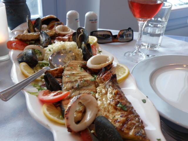 Fischplatte bei Mama Thira, Firostefani, Santorin