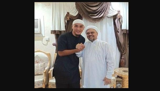 Foto mantan bek Persija bersama Habib Rizieq juga dihapus oleh Instagram