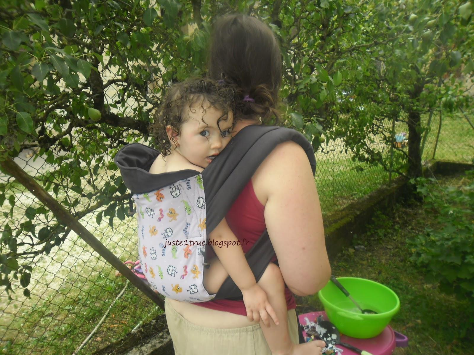 Le meï-taï de Maman a dit ! est à bretelles rembourrées, et bien entendu  elles sont, comme la ceinture, à nouer. 23554271e27