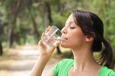 شرب الماء مفيد لتخسيس الكرش