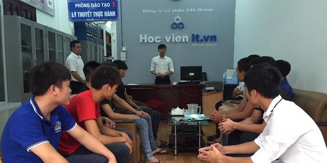 Hình ảnh học viên học nghề sửa chữa laptop tại hocvienit cơ sở Thái Hà