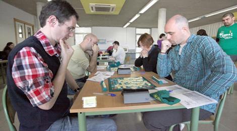 Octavian Mocanu - stanga intr-o partida decisiva cu Joan Manel Matoses la Campionatul Mondial de Scrabble Catalan 2013, Eivissa, Spania