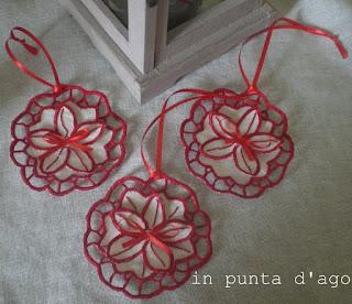 http://silviainpuntadago.blogspot.it/2012/11/addobbi-ad-intaglio_10.html