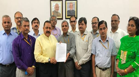 central-secretariat-officers-delegation-paramnews-meets-jitendra-singh-for-timely-promotion