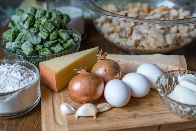 Outdoor Kitchen 02  Südtiroler Spinat-Käse-Knödel  Rezept-Spinatknödel  Südtiroler-Spezialität  Zubereitung-Käseknödel 02