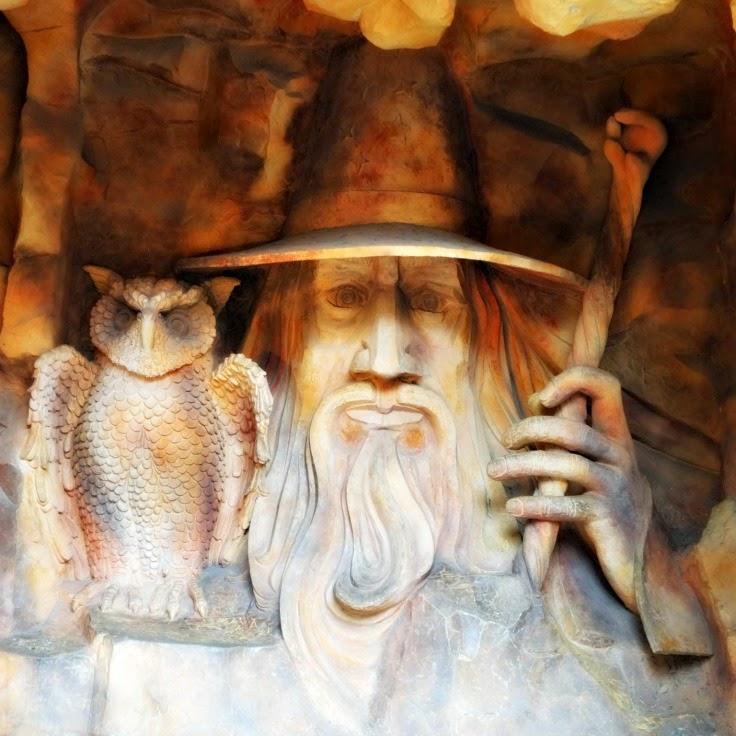 Mago e Coruja na entrada do Raskapuska, no Beto Carrero World