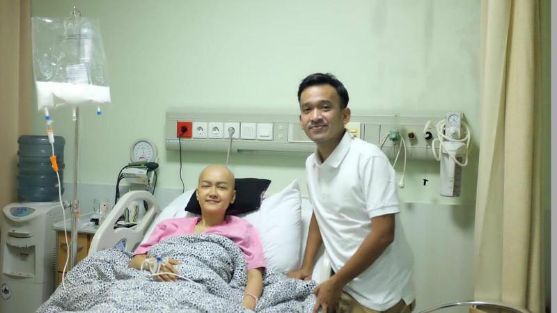 Julia Perez dikunjungi Ruben Onsu saat menjalani kemoterapi