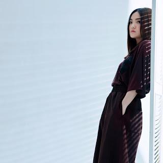 Lala Hsu 徐佳瑩( Xu Jiaying ) - All I Need 我所需要的 ( Wo Suo Xuyao De ) Lyric with Pinyin