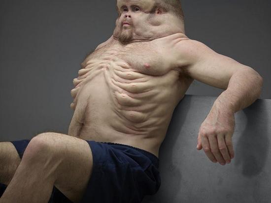 Super-humano a prova de colisões de carros - Abdomem