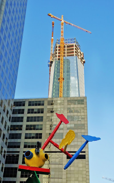 Joan Miró sculpture on 600 Travis plaza - 609 Main crane towering over it