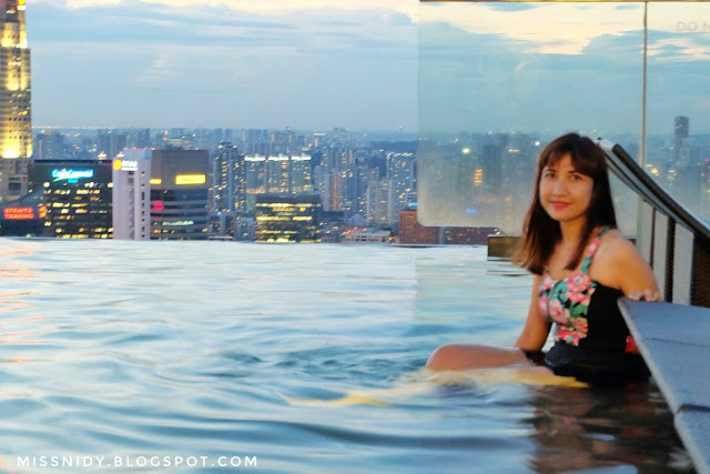 swimming at marina bay sands hotel