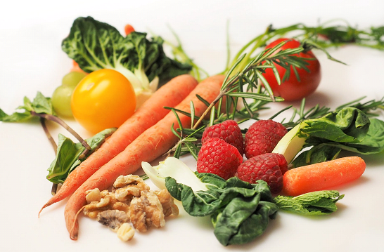 Which better having Fruit and Vegetable Juice or EATING the whole fruit?