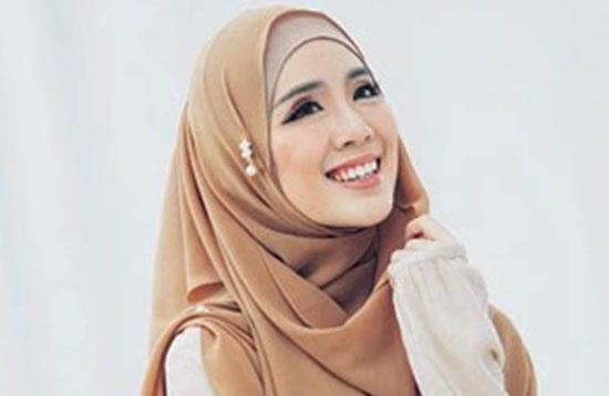 Foto Cantiknya Felixia Yeap, Model Majalah Dewasa Yang Jadi Mualaf