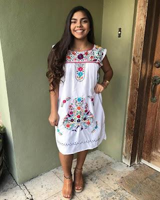 vestido bordado con flores blanco