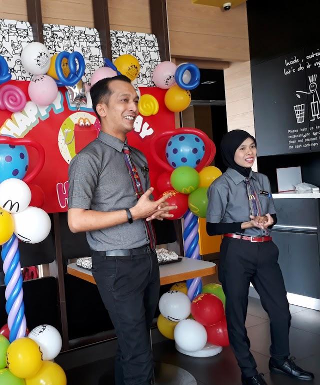 Buktikan Pelajar Lepasan SPM Mampu Berjaya : Bermula sebagai Krew Biasa Kini Jadi Pengurus Besar McDonald's Meru Raya