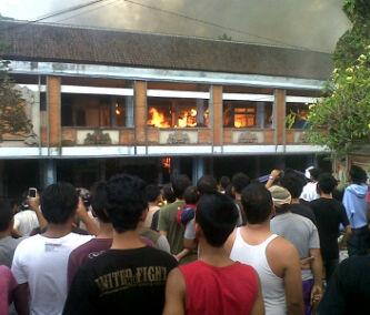 Fires traditional markets, Kidul market in Bangli regency, Bali, this afternoon