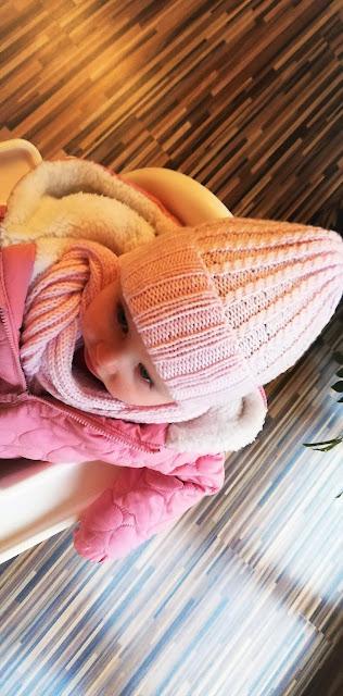 Czapka i szalik dla maleńkiej dziewczynki