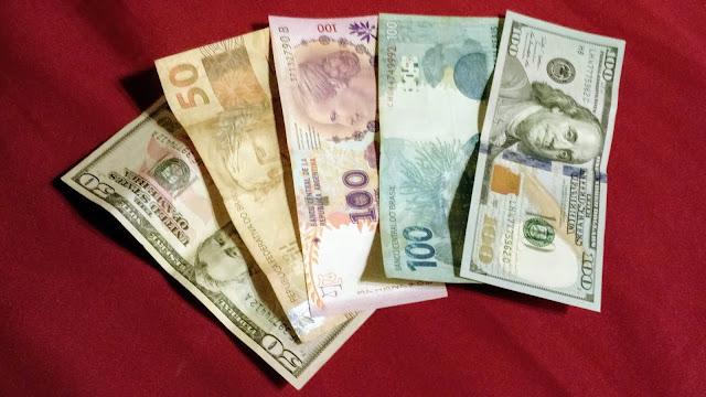 Peso, Real ou Dólar? O que compensa levar quando viajar para Buenos Aires, na Argentina.