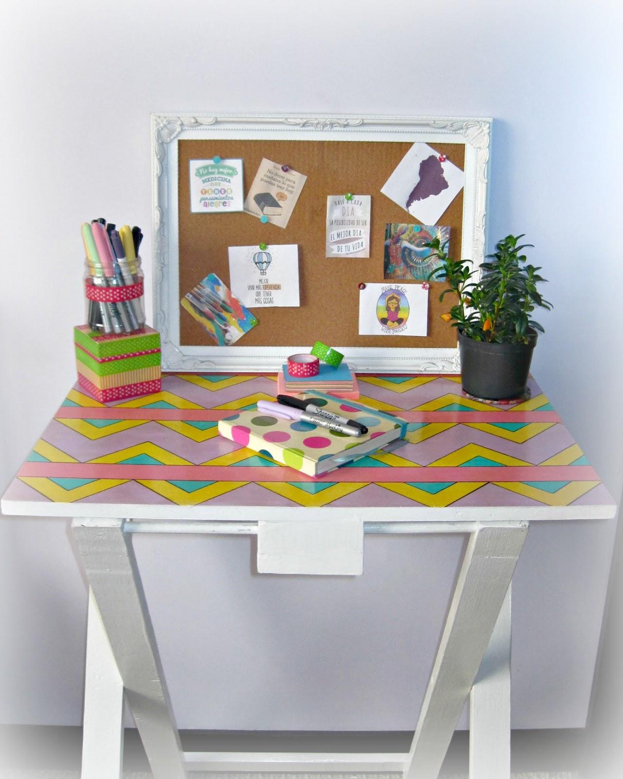 Con un trozo de papel diy escritorio para un espacio for Como decorar mi escritorio de trabajo