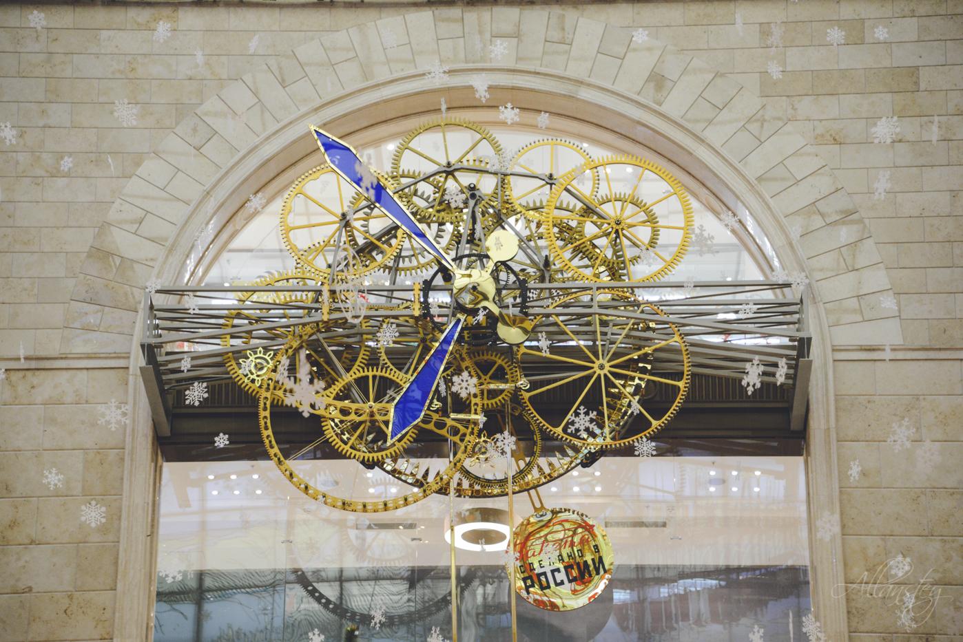 Detsky Mir shop clock