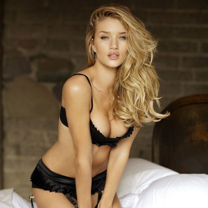 Rosie Huntington-Whiteley Hot Photo Gallery