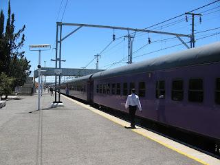 Shosholoza Meyl Railways promoot de treinreis met 16 tussenstops van Kaapstad naar Johannesburg als een sensationele tocht, Shosholozo