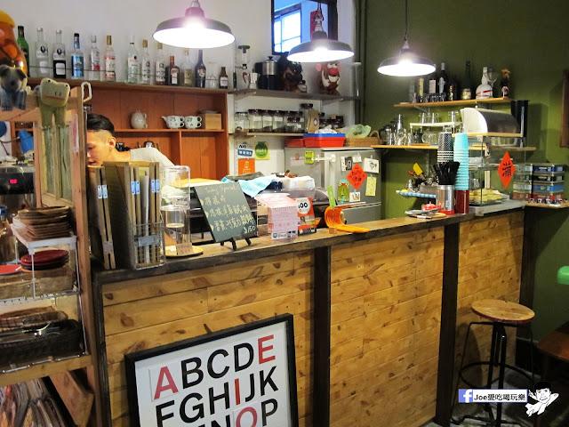 IMG 1050 - 【台中咖啡】隱藏在一般住家裡的老宅咖啡香 | 窩柢 咖啡公寓 | 手沖咖啡 | 手作甜點 | 教師新村 |