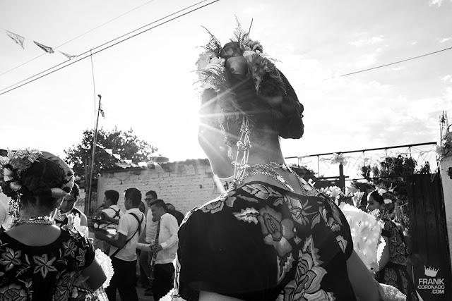 Tehuanas durante el atardecer en oaxaca