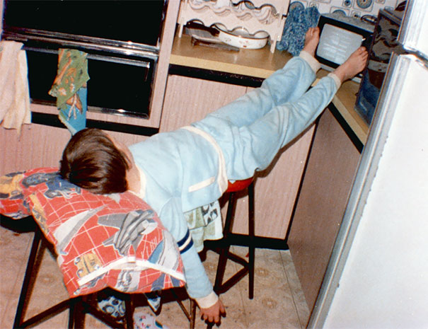 15+ Hilarious Pics That Prove Kids Can Sleep Anywhere - Napping In The 80's