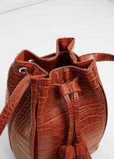 http://shop.mango.com/FR/p0/femme/accessoires/sac/portes-croises/sac-a-empiecements-cuir?id=73040186_CU&n=1&s=rebajas_she