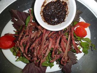Cách làm thịt lợn khô gác bếp truyền thống của người Thái