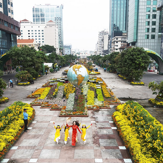 HCM City prepares to usher in 'Year of the Rooster' 1