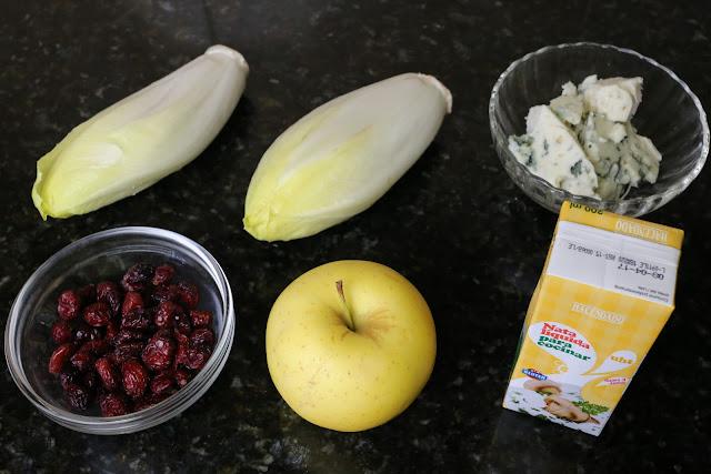 Ingredientes para ensalada de endivias y manzana