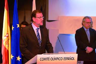 """Rajoy ha respondido así, en una entrevista en la Ser, recogida por Europa Press, cuando se le ha preguntado si las elecciones del 26 de junio, serán, en caso de no lograr gobernar, el final de su carrera política. """"Eso no se sabe"""", ha dicho. Tampoco ha precisado si permanecería como líder de la oposición."""