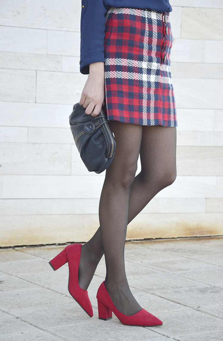 look_falda_tweed_skirt_stradivarius_trends_gallery_red_blue