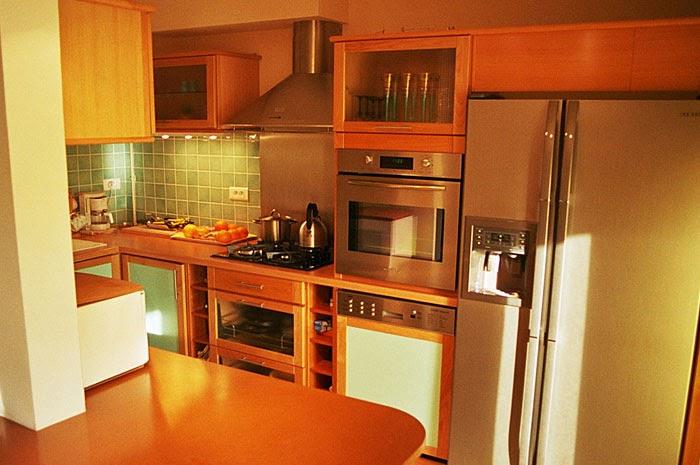 cuisines high tech. Black Bedroom Furniture Sets. Home Design Ideas