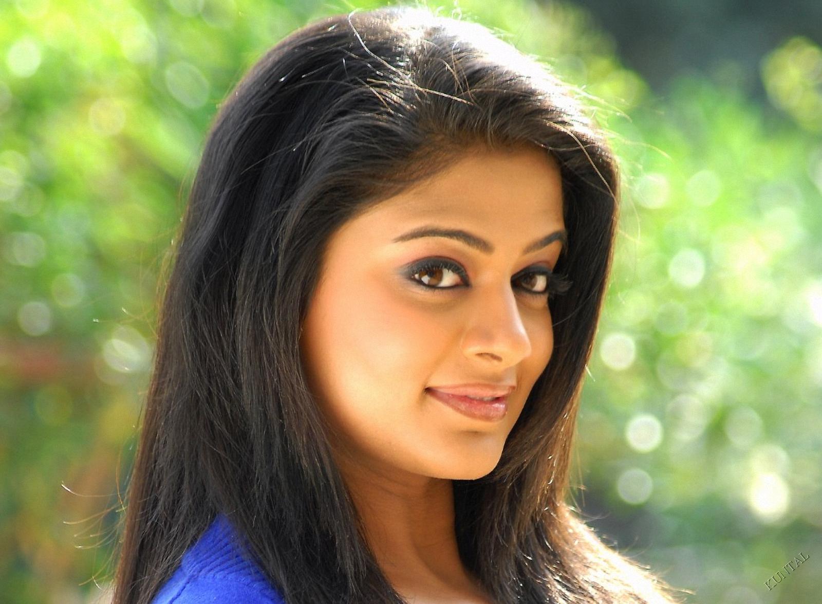 Close-up of Top of priyamani Hot Pics of best South Indian Actress