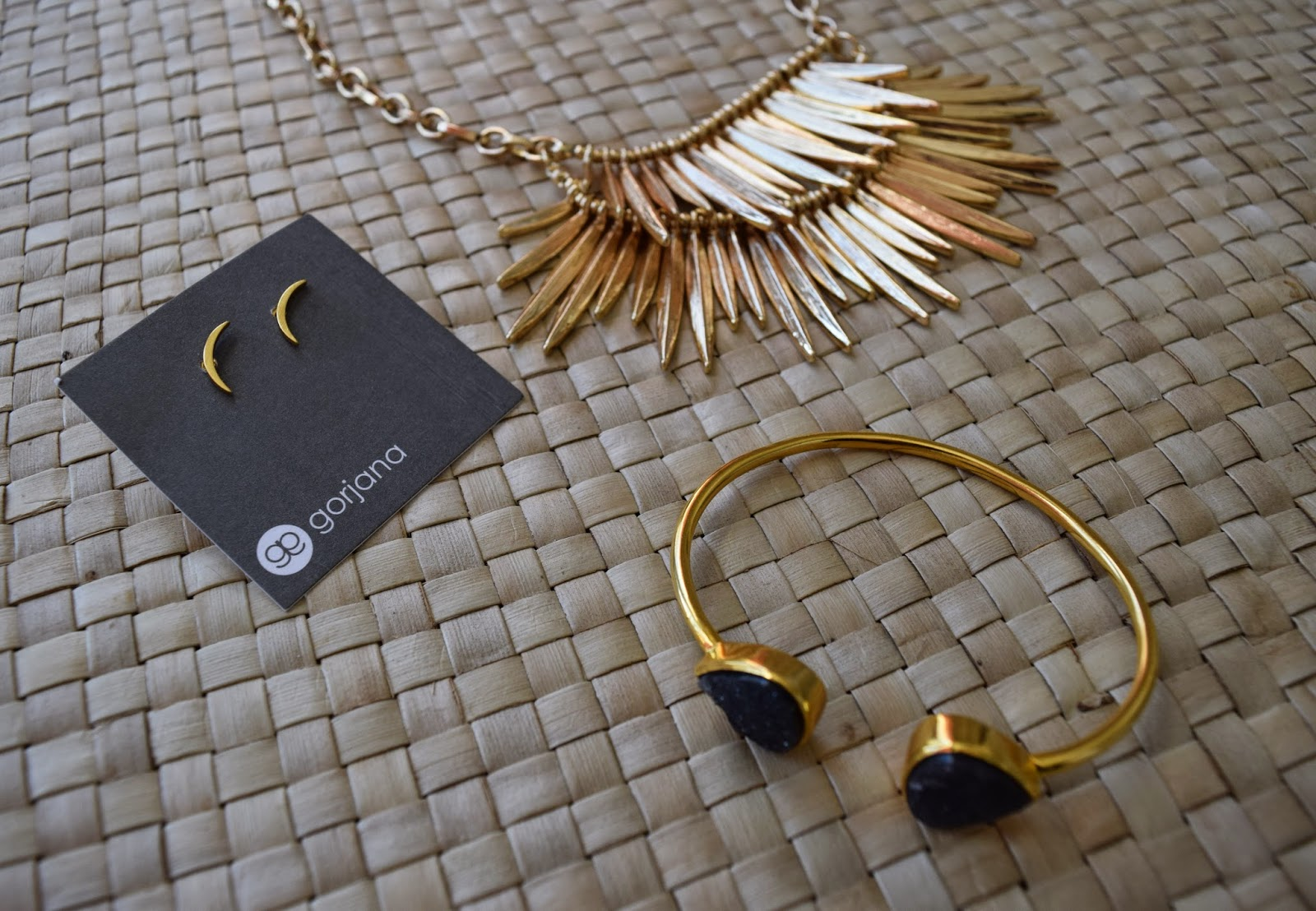 rocksbox-subscription-box-margaret-elizabeth-slate-gorjana-jewelry