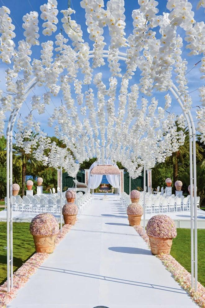 Style the aisle wedding ceremony ideas belle the magazine below image credits floral design preston bailey via cosmopolitan junglespirit Gallery