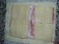 Cubriendo con queso el baicon
