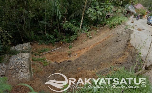 Longsor di Jalan Poros Kete' Kesu, Pondasi Jalan Amblas, Pengendara Diminta Tetap Berhati-hati