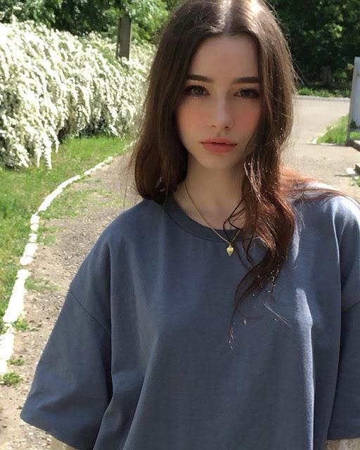 Vẻ đẹp vừa trong sáng vừa gợi cảm của 9X Nga sắp ra mắt tại Hàn Quốc