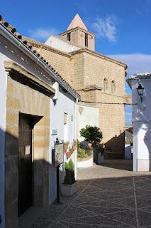 La Iglesia de Santiago Apóstol, desde el antiguo pósito local