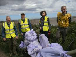 Litter pick on Broughty Ferry Beach