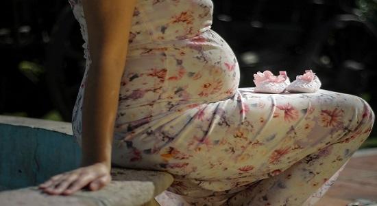 المرأة الحامل في شهرها الثامن و التاسع