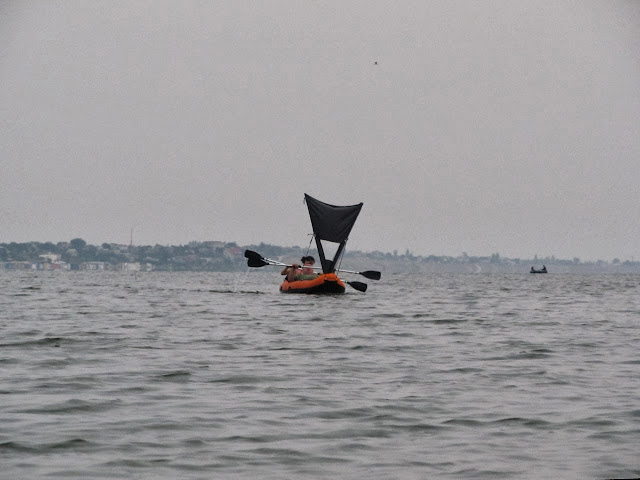 каяк морской с парусом