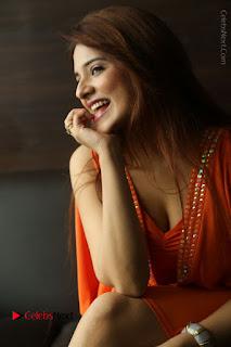 Actress Saloni Aswani Pos in Short Dress at Meelo Evaru Koteeswarudu Movie Interview  0180.JPG
