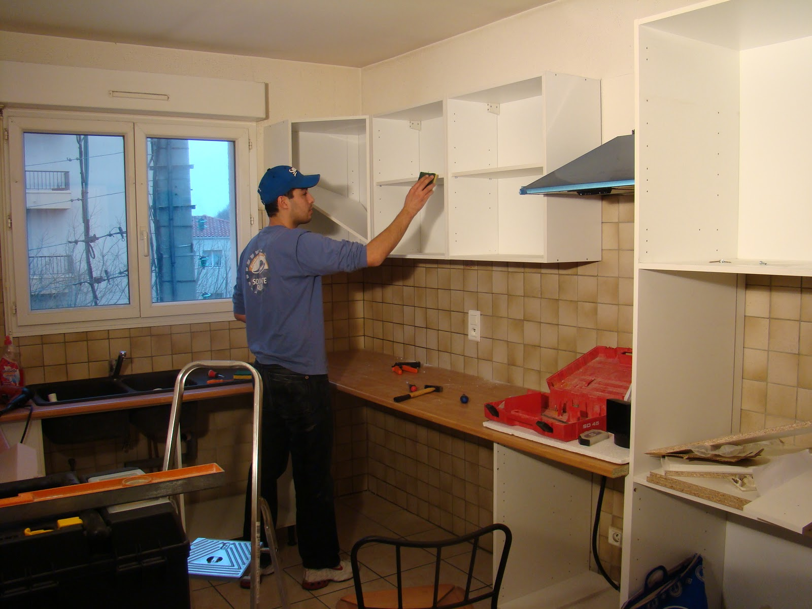 pose d 39 une cuisine am nag e. Black Bedroom Furniture Sets. Home Design Ideas
